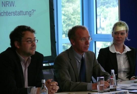 Prof. Dr. Karl-Rudolf Korte referiert in einem Qualifizierungsworkshop