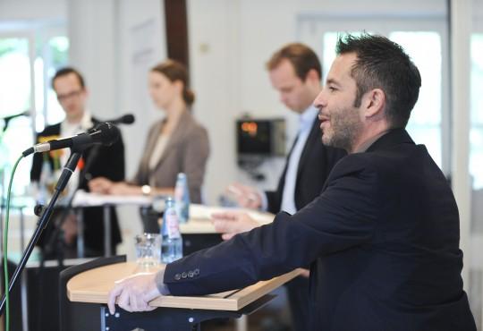 Marc Herter (SPD;vorne) und  Marcel Hafke (FDP) im Wortduell an der NRW School of Governance