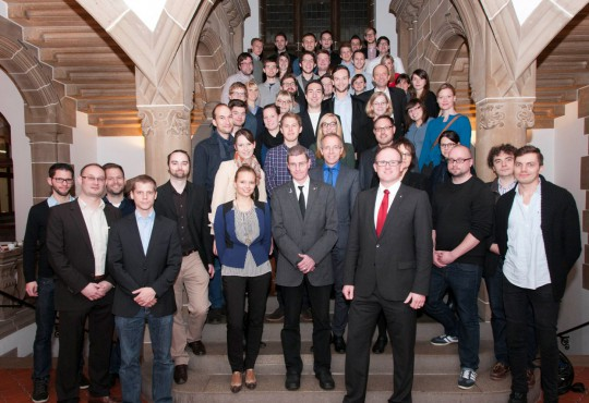 OB Sören Link (vorne) begrüßte die Master-Studierenden im Rathaus.