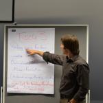 Prof. Dr. Christoph Strünck stellt Ergebnisse einer Arbeitsgruppe vor