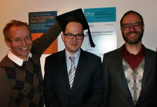 Jan Treibel (mitte) mit Karl-Rudolf Korte (l.) und Christoph Bieber