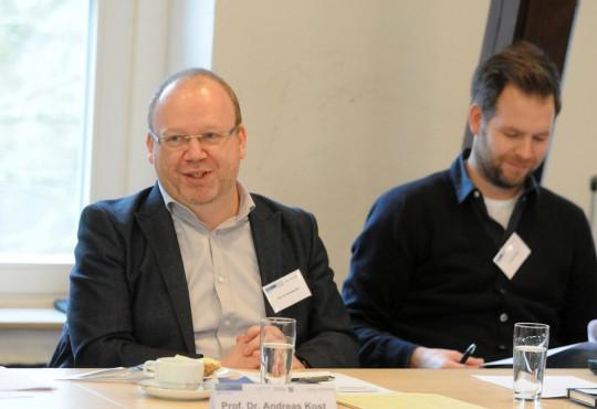 Prof. Dr. Andreas Kost, Stellvertrender Leiter der Landeszentrale für politische Bildung NRW, begrüßte die Konferenzteilnehmer in Duisburg.