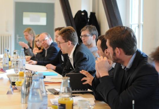 Rund 25 Autoren nahmen an der Konferenz zu dem Konzeptband teil.