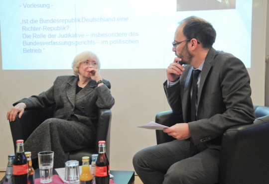 """Bei der abschließenden Podiumsdiskussion wurde auch das Thema """"politische Sprache"""" behandelt."""