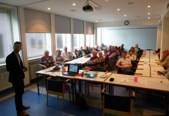 Stefan Thierse (v.l.) diskutierte mit rund 30 interessierten Bürgerinnen und Bürgern über die wechselseitige Bedeutung von Europpa und NRW.