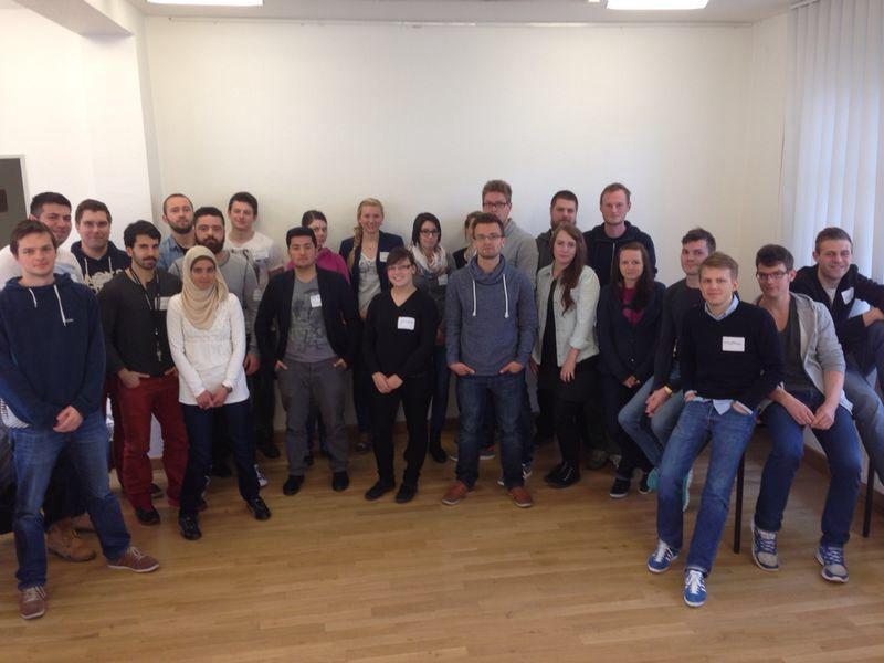 Teilnehmer und Organisatoren des Planspiels