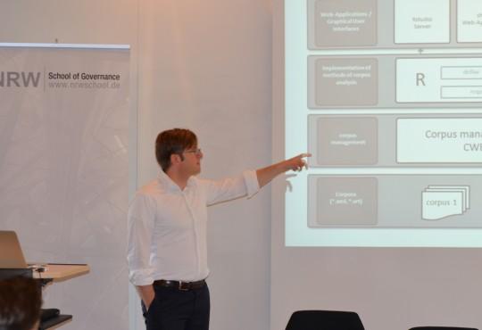 Prof. Dr. Andreas Blätte spezifiziert den Aufbau des von ihm entwickelten PolMine-Plenarprotokollkorpus