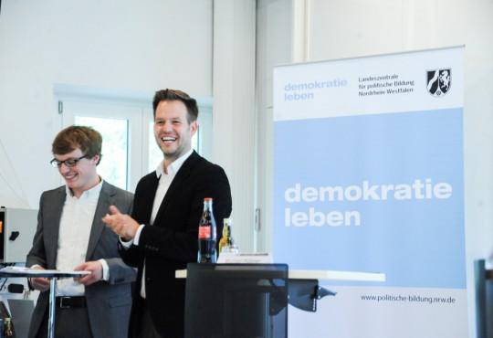 """Die Moderatoren: Martin Florack und Felix Schenuit führten das Publikum in die Materie des """"Kommunalsoli"""" ein"""