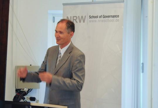 Professor Dr. Ulrich Radtke, Rektor der Universität Duisburg-Essen, während der Begrüßung von Ministerin Wanka