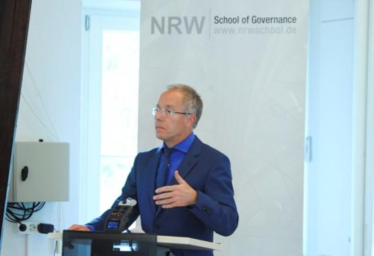 """Prof. Karl-Rudolf Korte diskutierte mit der Ministerin über """"Wege in die professionelle Politik"""""""