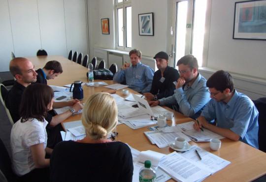 Gemeinsam wird an den Reden getüftelt: die Redenschreiberwerkstatt ist ein Bestandteil der Summer School der NRW School of Governance