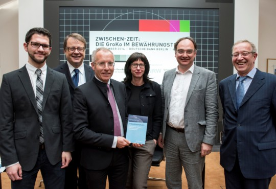 v.l.n.r.: Jan Schoofs, Thomas Matussek, Karl-Rudolf Korte, Elisabeth Niejahr, Nico Fried und Günter Bannas. © Bernd Brundert, BBfotografie.