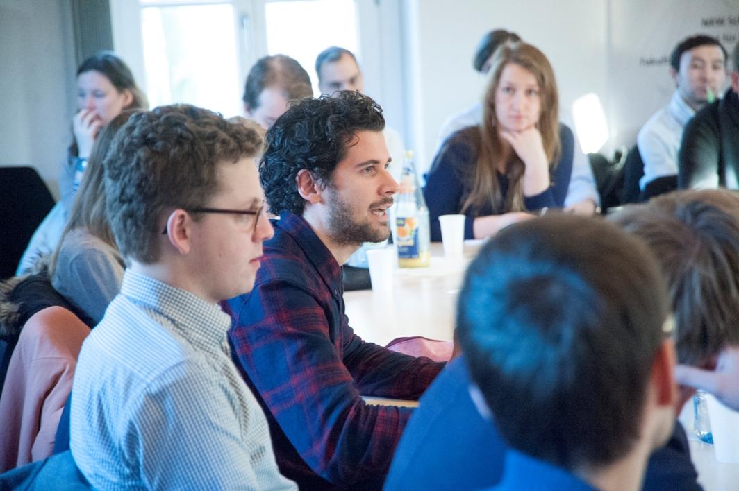 Die abschließenden Diskussionsrunde eröffnete den Studierenden die Möglichkeit, gezielte Nachfragen an die Bundesumweltministerin zu richten.