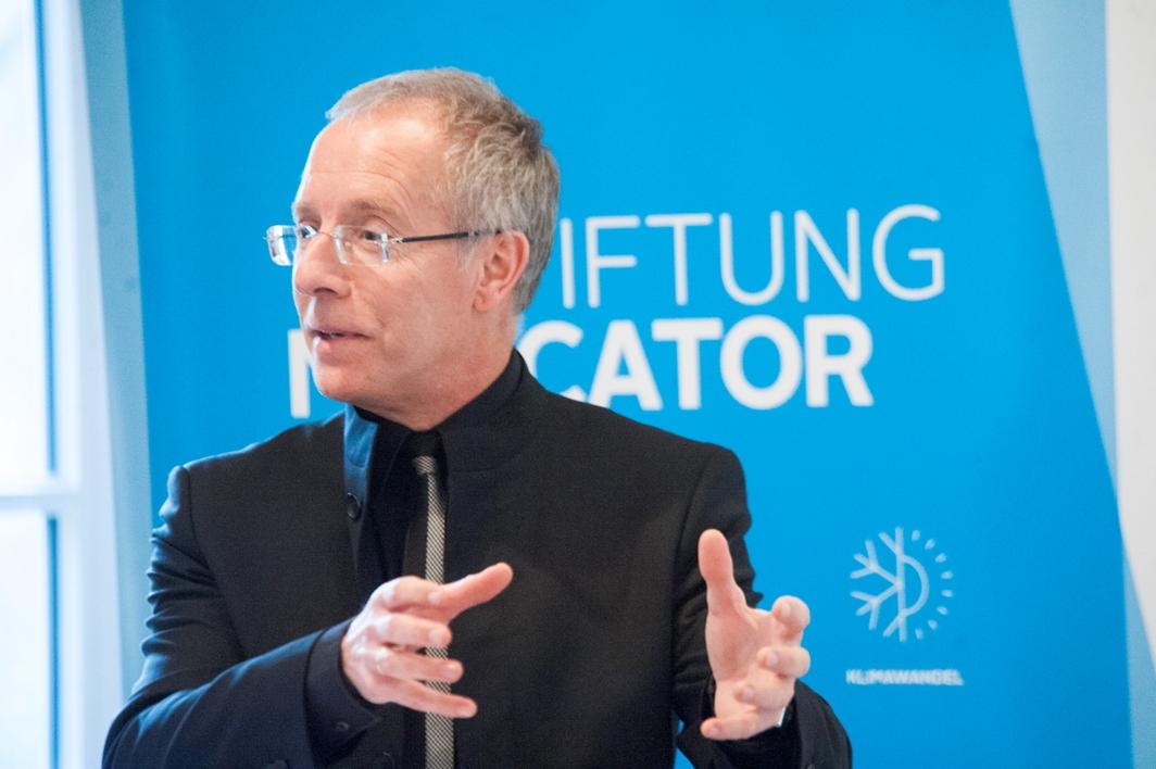 Karl-Rudolf Korte verwies in seinem Grußwort auf das Gestaltungswissen von Gastprofessor Verheugen.