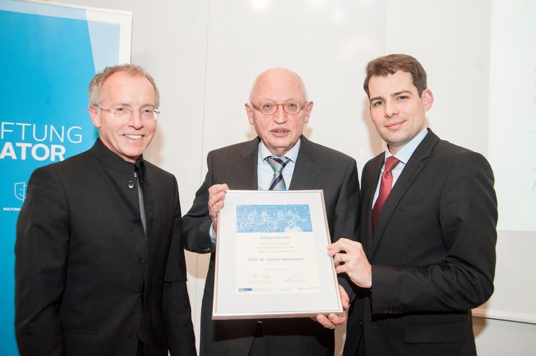 (v.l.) Prof. Dr. Karl-Rudolf Korte, Gastprofessor Günter Verheugen, Dr. Felix Streiter (Stiftung Mercator).