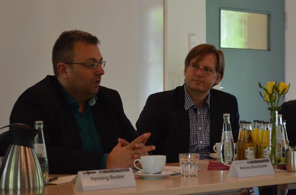Mehrdad Mostofizadeh (l.) im Gespräch mit Andreas Blätte.