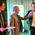 Karl-Rudolf Korte (m.) mit den Preisträgern Florian Ott (r.) und Fabian Zacharias (l.)