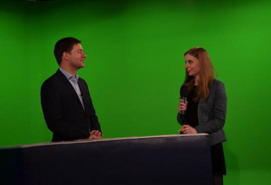 Master-Studierende der NRW School of Governance bekamen die Möglichkeit, mit Prof. Dr. Matthias Degen eine Interviewsituation vor der Kamera zu üben.