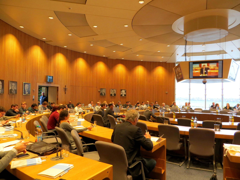 """Unsere Studierenden waren zu Gast im Landtag beim NRW Forum. Die Landeszentrale für politische Bildung NRW hat eingeladen, um unter dem Titel """"Zukunft Demokratie"""" über die gesellschaftspolitischen Auswirkungen von Big Data zu diskutieren."""