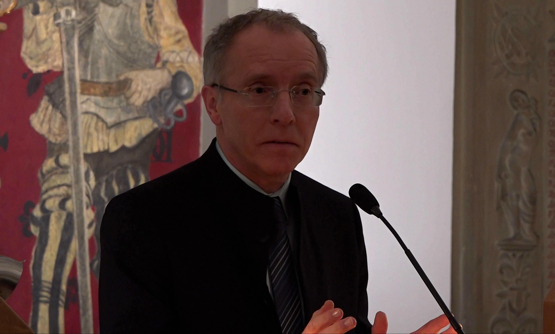 Karl-Rudolf Korte lobt die langjährige Zusammenarbeit der Stadt Duisburg mit der NRW School of Governance