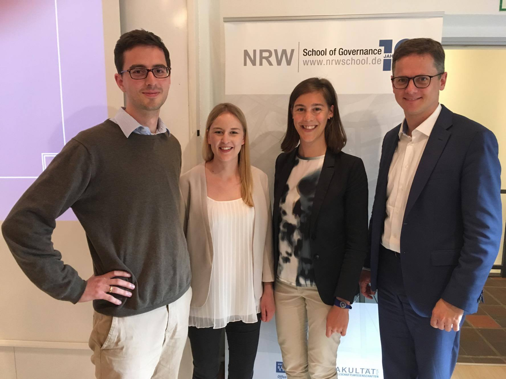 Studierende des Masters Politikmanagement haben mit Dr. Carsten Linnemann (MdB, rechts) über die Wirtschaftspolitik der CDU diskutiert.