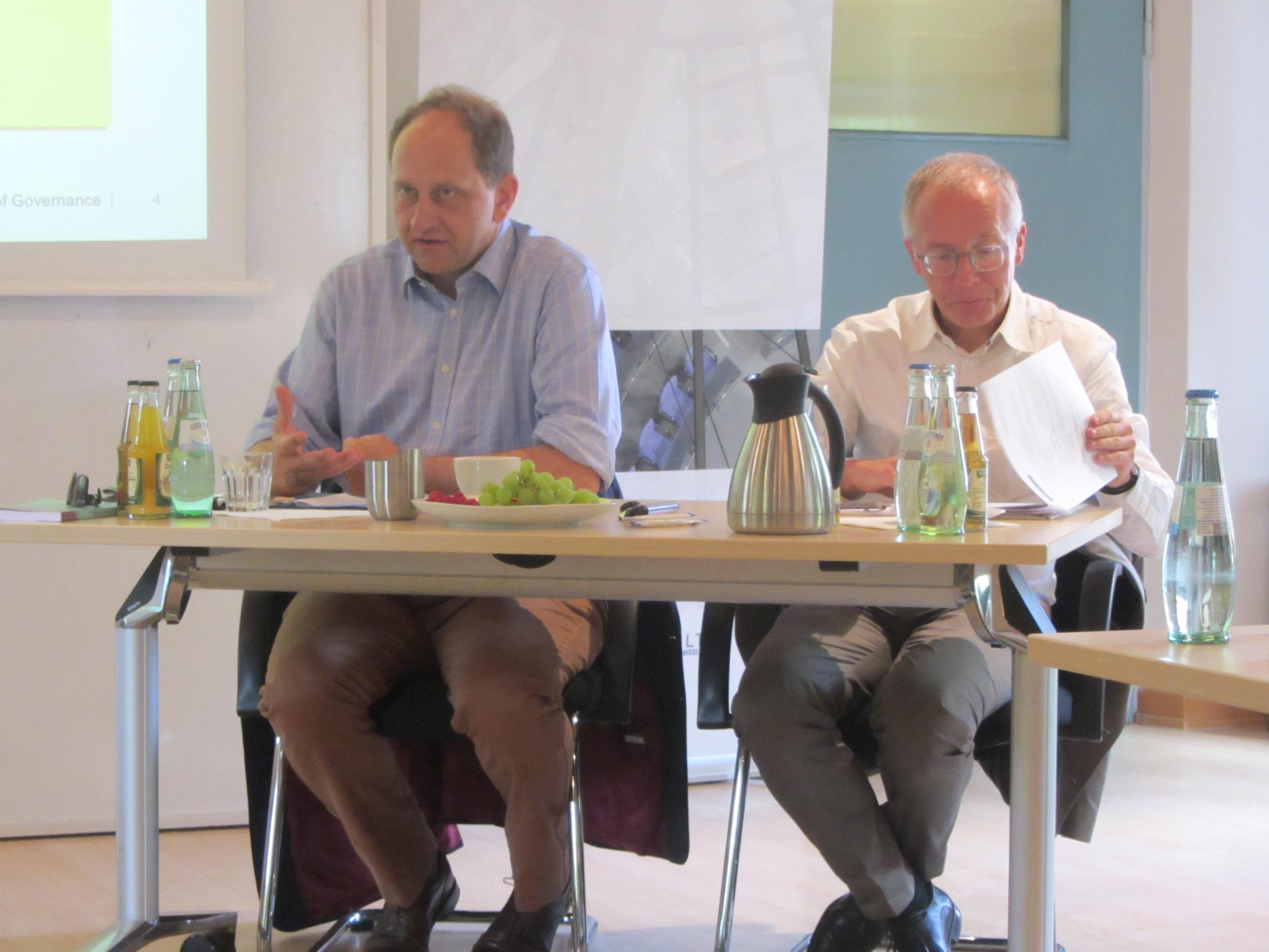 Auch FDP-Politiker Graf Lambsdorff (MdEP; links) war zu Besuch und sprach über Identität, Integration, Sicherheit und Datenschutz.