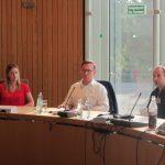Kamingespräch mit Martin Börschel (Mitte), Vorsitzender des Haushalts- und Finanzausschusses im NRW-Landtag