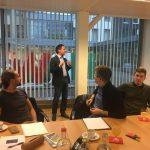 Jörg Singelnstein erläutert die Arbeit der NRW-Landesvertretung in Brüssel.