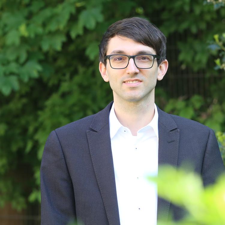 Dr. Sebastian Stier